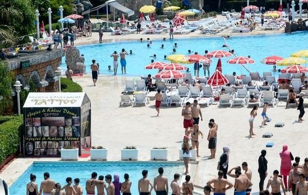 İstanbul'da sıcaktan bunalanlar sahillere akın etti