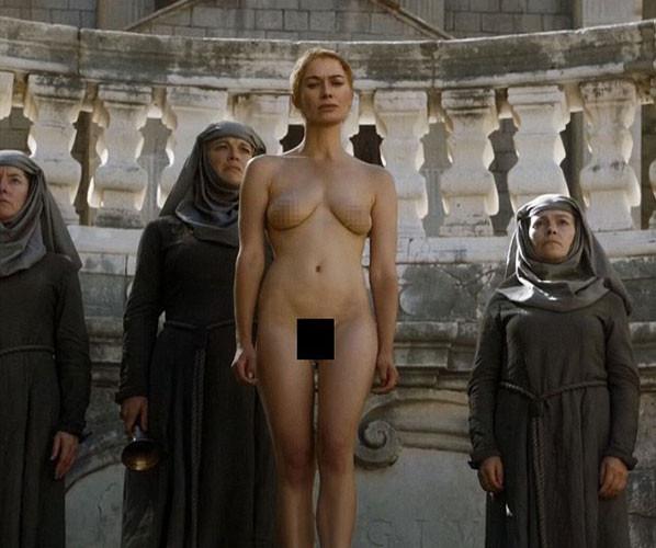 Game of Thrones için çırılçıplak soyunup meydanda gezdi