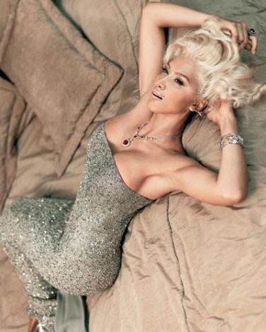 Zeynep Mansur, Marilyn Monroe kılığına girdi.