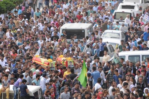 Suriye'de IŞİD'le çatışırken ölen 2 YPG'li Hakkari'de toprağa verildi