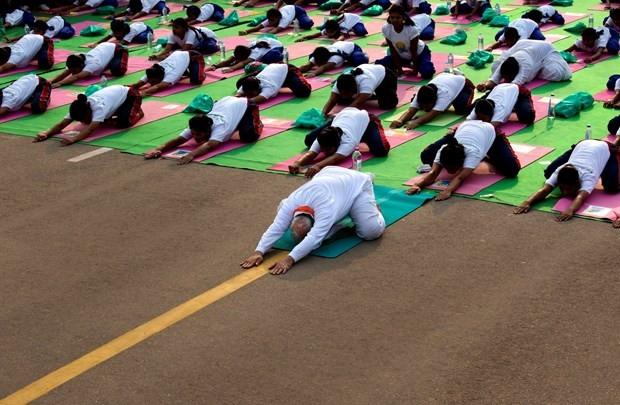 Başbakan 35 bin kişiyle yoga yaptı