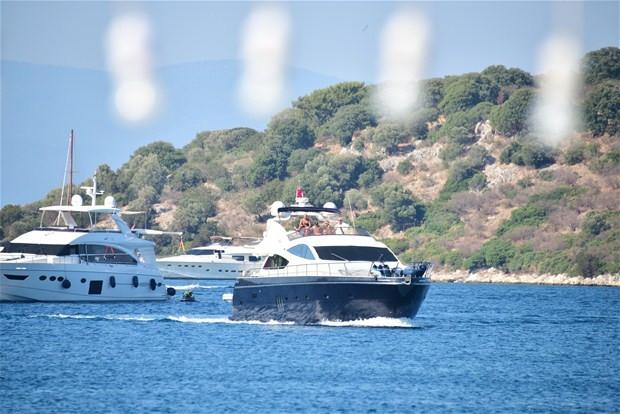 Gökhan Töre ve Hakan Çalhanoğlu barışmalarını tekneyle kutladılar