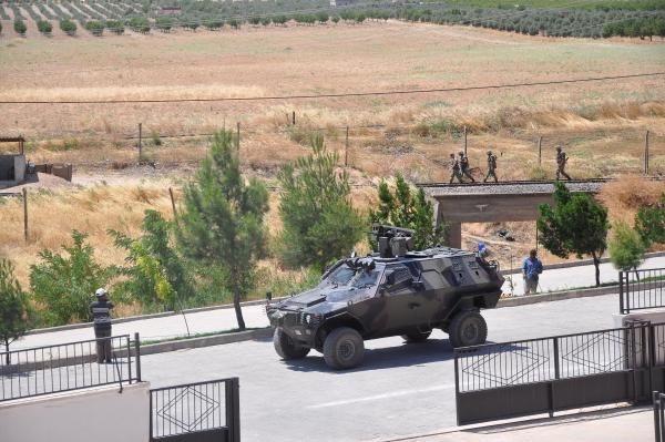 IŞİD, Cerablus'a mayın döşeyip hendek kazdı