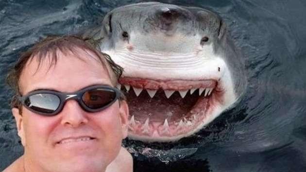 Selfie çekene hapis yolu göründü!