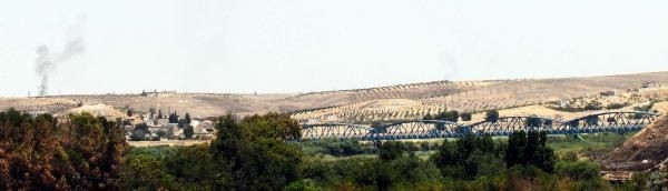 Köprünün doğusunda YPG, batısında IŞİD