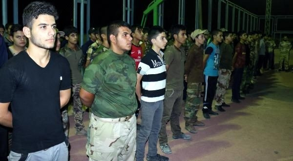 Şii Türkmen öğrenciler Kerkük'te IŞİD'le savaşa hazırlanıyor
