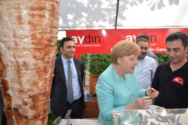 Merkel yine döner kesti
