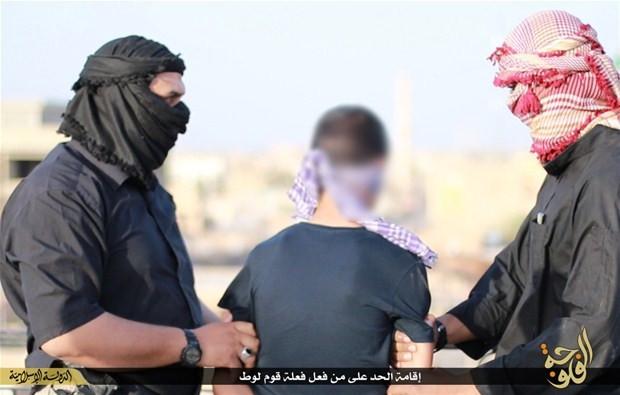 IŞİD eşcinsel olduğu iddia edilen kişileri infaz etti