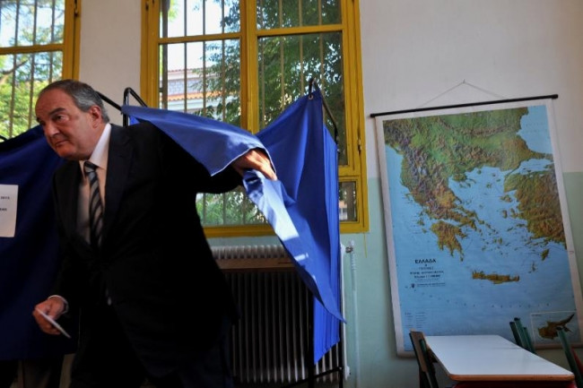 Yunan halkı referandum için sandık başında