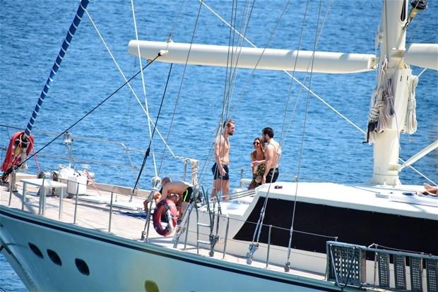 Oğulcan Engin'in tekne keyfi