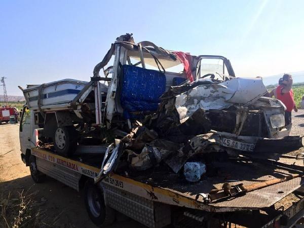 Manisa'da katliam gibi kaza: 15 ölü