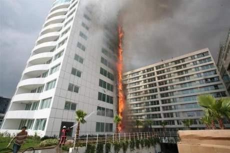 Ataköyde 16 katlı rezidansta yangın çıktı !