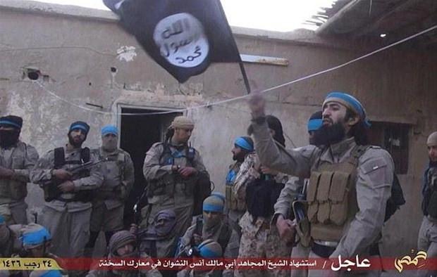 """IŞİD'in Kobani'ye saldıran """"şok tugayı"""" görüntülendi"""