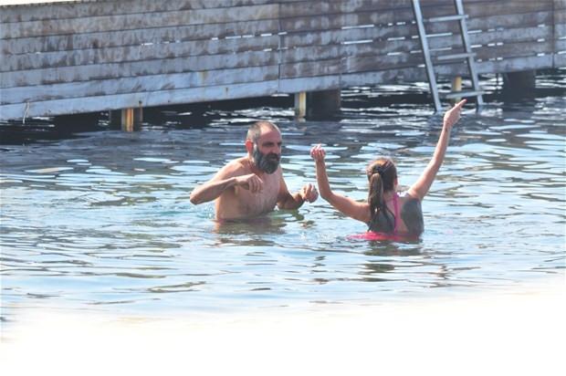 Gürkan Uygun eşiyle tatilde
