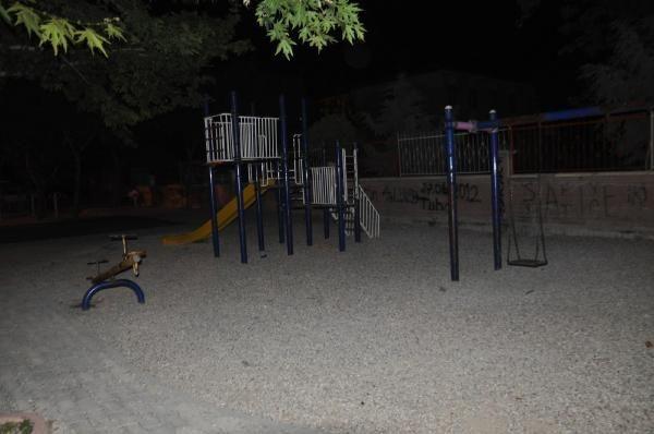 Parkta oturan çocuklara ateş açıldı