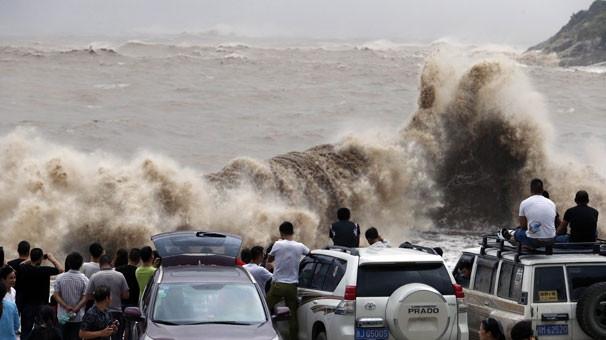 Bu dalgalar 20 bin kişiyi evinden etti