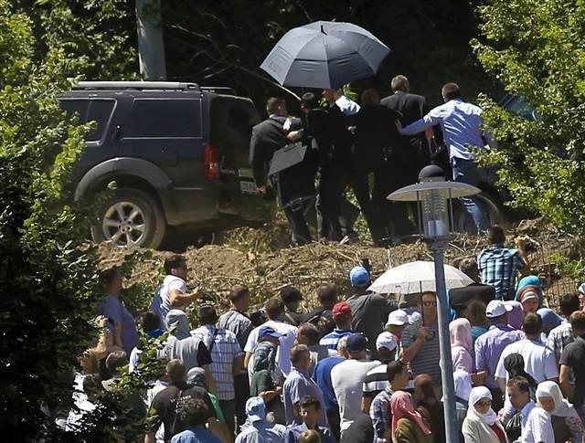 Sırbistan Başbakanı Aleksandar Vucic saldırıya uğradı
