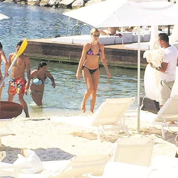 Serdar Ortaç ve Chloe Loughnan Hande'nin plajını seçtiler!