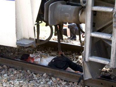 Trenin altında ezildi