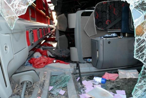 Yolcu otobüsü devrildi!... Çok sayıda yaralı var!