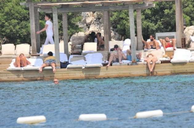 Sinem Kobal ve Kenan İmirzalıoğlu çifti tatilde