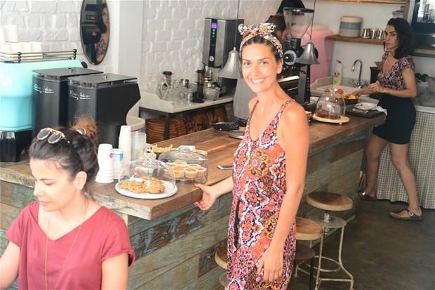 Bergüzar Korel kahve dükkanını teftişte