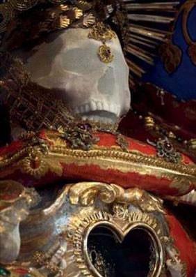 Mücevherlerle gömülen iskeletler