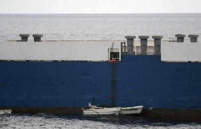Korsanlar gemiyi böyle kuşattı