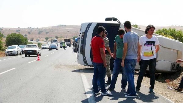 Polisleri taşıyan midibüs devrildi!... 7 yaralı!