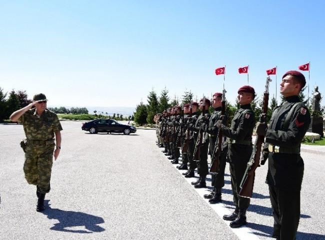 Genelkurmay Başkanı Orgeneral Özel, Bordo Berelileri Denetledi