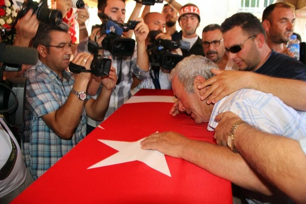 Şehit Astsubay Yavuz'u, son yolculuğuna 5 bin kişi uğurladı