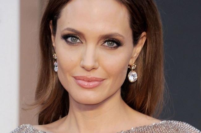 Demet Akalın Google'da Angelina Jolie'yi geçti