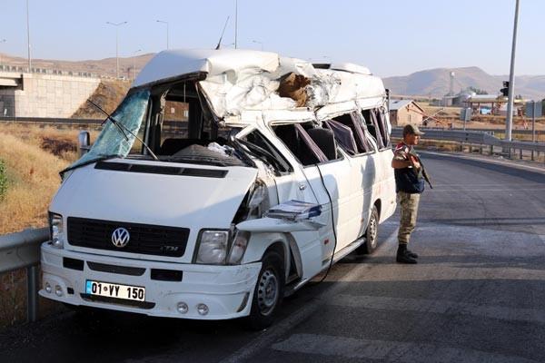 Sivas'ta nişan yolunda kaza: 3 ölü, 14 yaralı