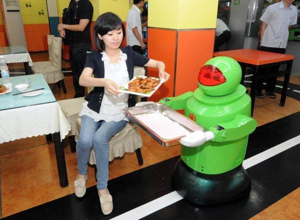 Tüm çalışanları robot olan dünyanın ilk oteli!
