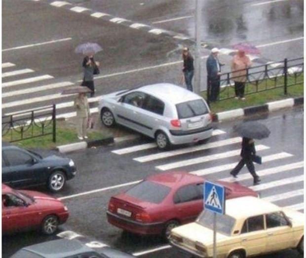 Çılgın kadınlar trafikte!