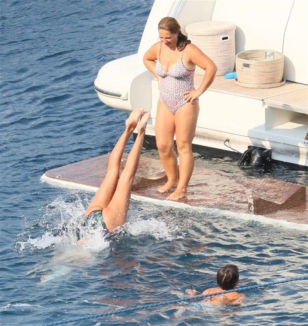 Tekneye kızının  adını verdi!