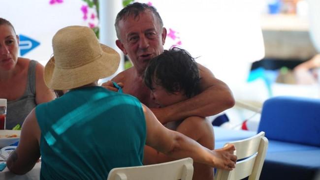 Ali Ağaoğlu ve çocukları tatilde