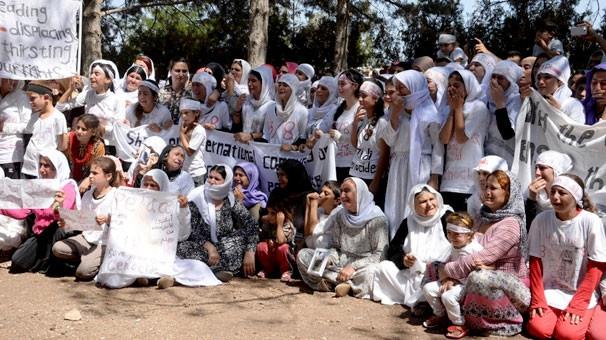 IŞİD'in saldırısı sahnelenince çığlıklar atarak ağladılar
