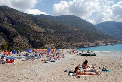 Bayram tatili sahilleri doldurdu