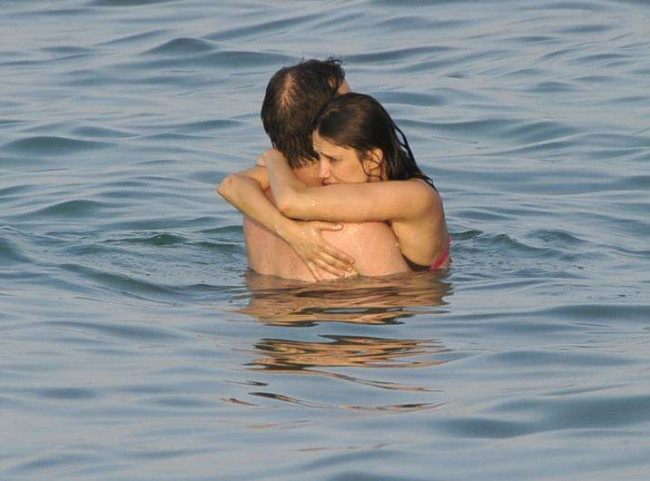 Nehir Erdoğan ve Ahmet Sesigürgil tatilde