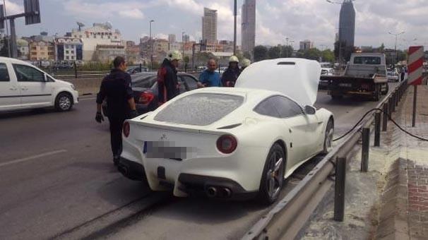 Ferrari E-5'te alev aldı, kuyruk oluştu
