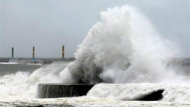 Tayvan'ı vuran Soudelor tayfunu Çin'e yaklaşıyor