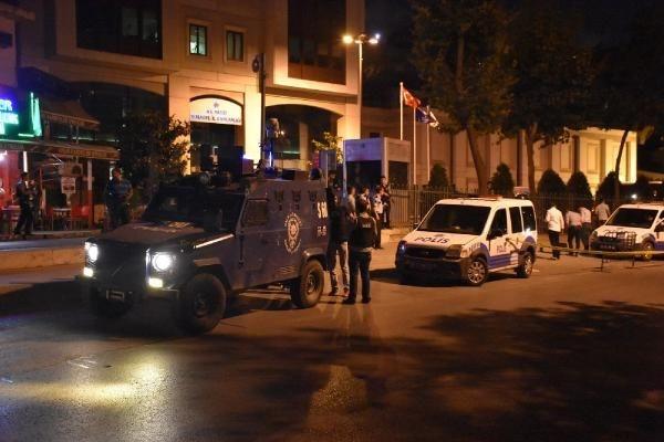 Ak Parti İstanbul İl Başkanlığı binasına ateş açıldı