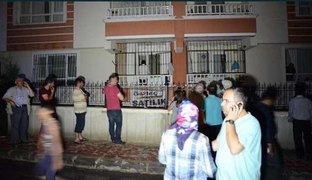 Apartmana yıldırım düştü 2 kişi yaralandı