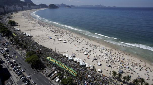 Halk plajları bırakıp sokağa döküldü