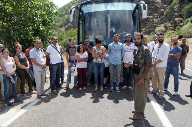 PKK Tunceli ve Erzincan'da yol kesti