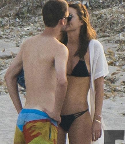 Miranda Kerr milyarder sevgilisiyle tatilde