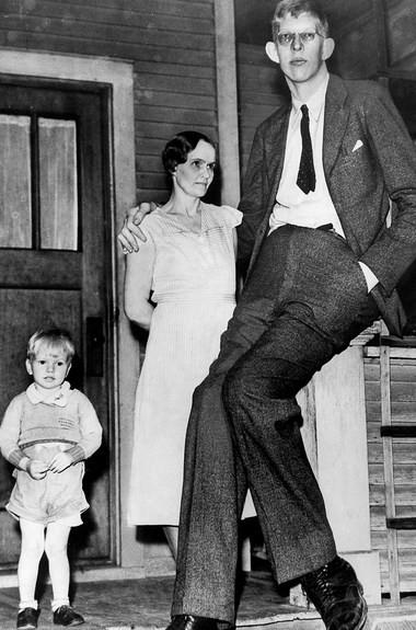 Gelmiş geçmiş en uzun boylu adamın kısa yaşamı