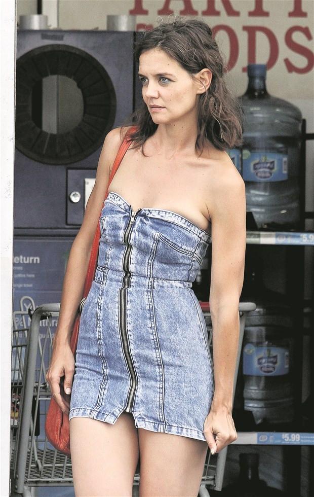 Katie Holmes yeni filminin karakterine adapte oluyor