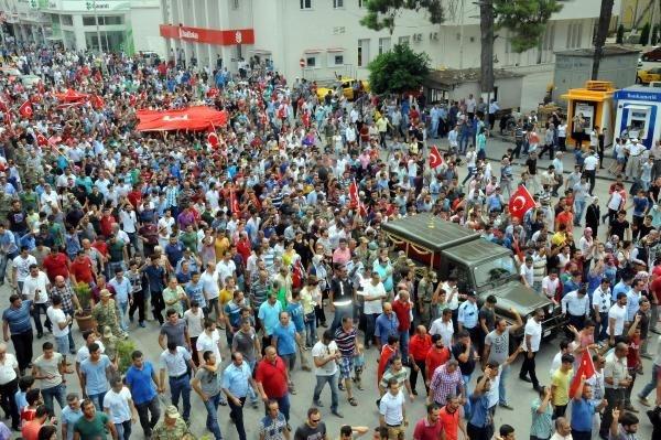 O protestolarda 2 kişi hakaretten tutuklandı